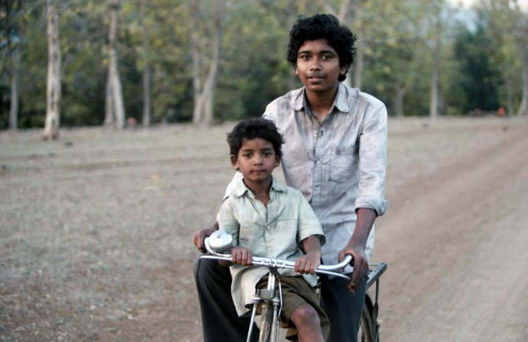 LION, FROM LEFT, SUNNY PAWAR, ABHISHEK BHARATE, 2016. PH: MARK ROGERS. ©THE WEINSTEIN